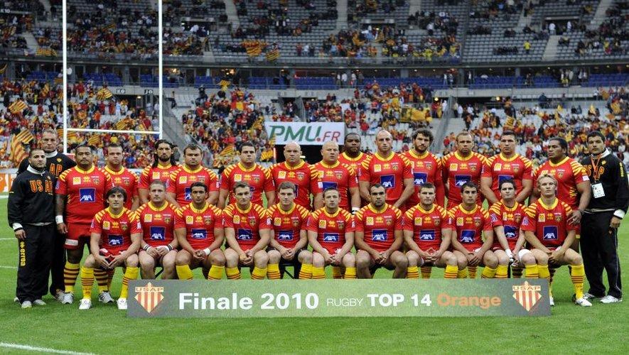 """<p class=""""txt-legende-2011""""><B>2010 : L'USAP en finale au Stade de France</B></p>"""
