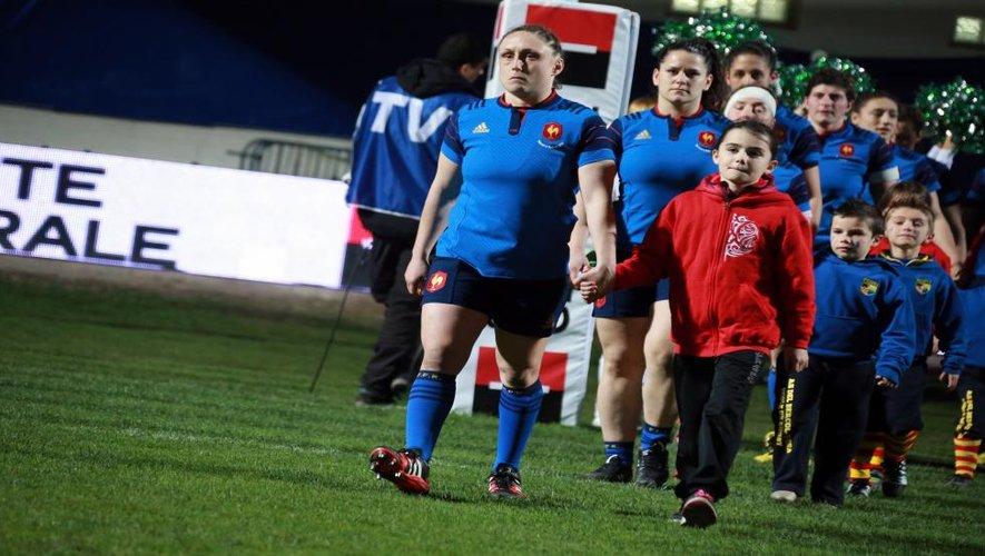 """<p class=""""txt-legende-2011""""><B>Gaëlle Mignot, capitaine fait son entrée. D.P.</B></p>"""