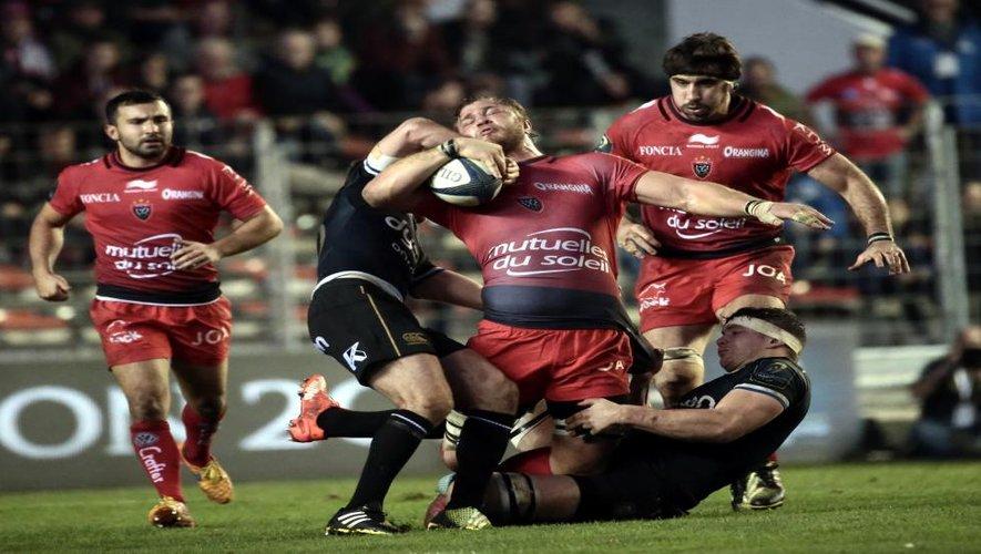"""<p class=""""txt-legende-2011""""><B>Le pack de Toulon a souffert pour franchir la défense de Bath.</B><I> Photo D.P.</I></p>"""