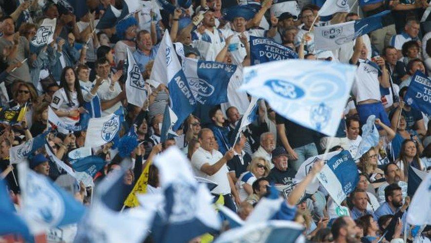 """<p class=""""txt-legende-2011""""><B>La joie des Agenais qui ont décroché leur montée en Top 14, pour le plus grand plaisir de leurs supporters. </B>Photos Midi Olympique - Patrick Derewiany</p>"""