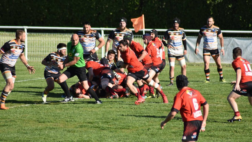 Dans le sillage du capitaine Guillaume Garin (avec le ballon), Mathieu Bernet, Olivier Garin, Benjamin Feilles et leurs coéquipiers sont à l'abordage. Photo DR