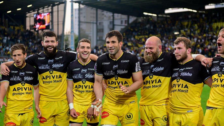 Les Rochelais unis autour du capitaine Romain Sazy après la qualification en finale de Challenge Cup samedi dernier. Photo Icon Sport