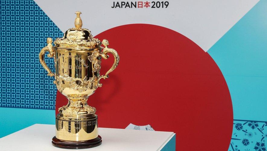 Présentation du Trophée Webb Ellis pour la prochaine Coupe du monde au Japon