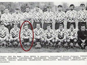 Le demi de mêlée François Morlaès avec l'équipe du CA Bègles