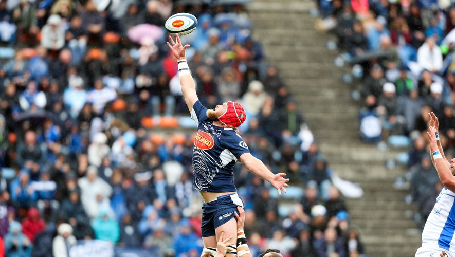 Thomas Murday d'Agen en pleine action contre Castres