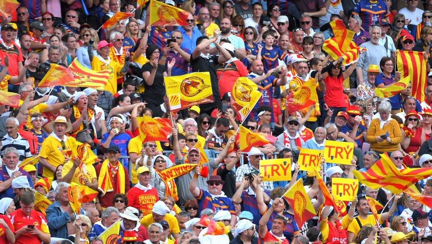 Les supporters des Dragons Catalans au Camp Nou