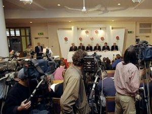 24/05/1999 - Les dirigeants de la RFU annoncent que Dallaglio ne sera plus capitaine de l'équipe d'Angleterre