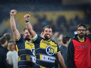 Les Albigeois fêtent la victoire avec leurs supporters lors du match aller contre Rouen
