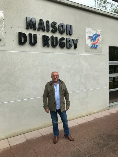 Jean-Claude Mercier, ici devant la maison du rugby à Toulouse, entend peser dans les négociations qui touchent au rugby amateur. Photo DB
