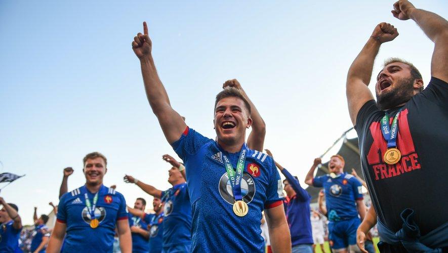 Louis Carbonel célébrant le titre de l'équipe de France U20 contre l'Angleterre