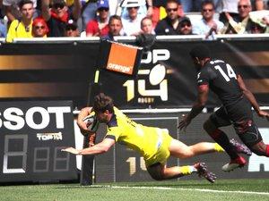 Damian Penaud (Clermont) marquant un essai contre Lyon en demi-finale de Top 14