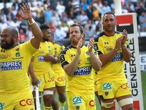 Camille Lopez et les joueurs clermontois saluent leur public après la victoire contre Lyon de demi-finale de Top 14