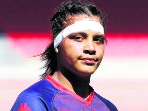 Ambre Mwayembé, deuxième ligne de Grenoble, était l'une des deux filles du tournoi A.Cadre courageux de son équipe, elle rejoindra l'académie des Amazones l'an prochain.