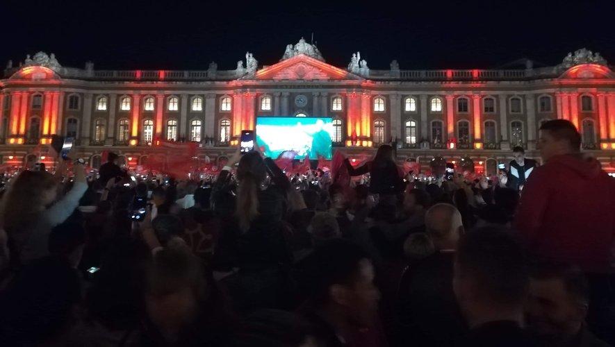 La joie des supporters toulousains place du Capitol