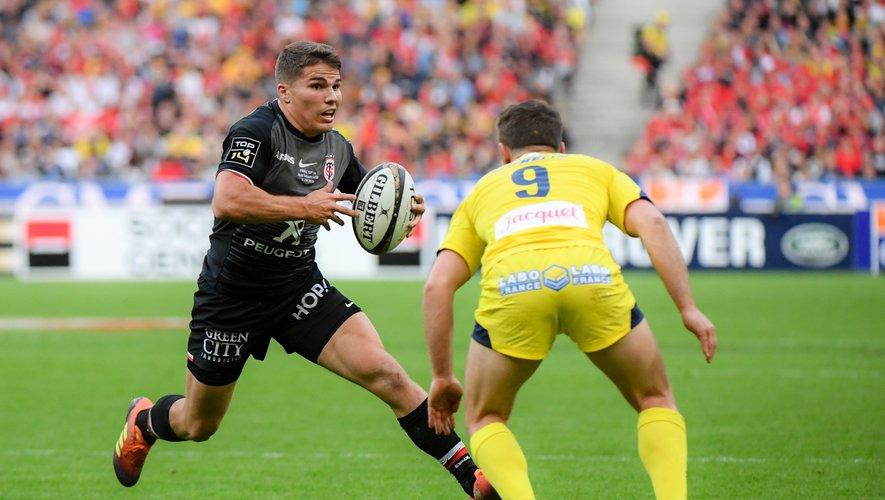 Antoine Dupont (Toulouse) face à Greig Laidlaw (Clermont) en finale de Top 14
