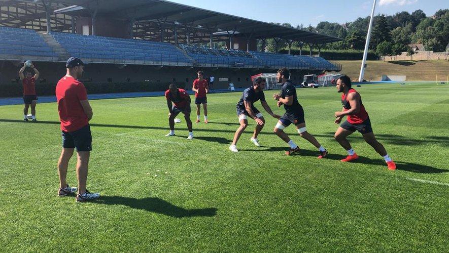 Les premiers joueurs du XV de FRance ont déjà foulé les terrains du CNR de Marcoussis autour d'un staff déjà sur le pont.Ainsi, Toulonnais, Bordelais et Parisiens ont entamé quelques ateliers spécifiques.