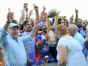 À l'image du président Alain Piguet (à gauche), c'est tout le club mâconnais qui hurlait sa joie au soir du 23 juin après la victoire face à Cognac (19-16) en finale du Challenge Yves-du-Manoir.