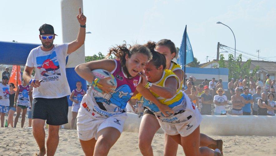 Sur les plages de Gruissan, d'Anglet ou d'ailleurs, le tournoi de beach rugby est devenu un rendez-vous prisé des rugbymen et rugbywomen durant l'été. C'est aussi une discipline qui ouvre des perspectives de développement de ses licenciés à la FFR. Photo Gruissan