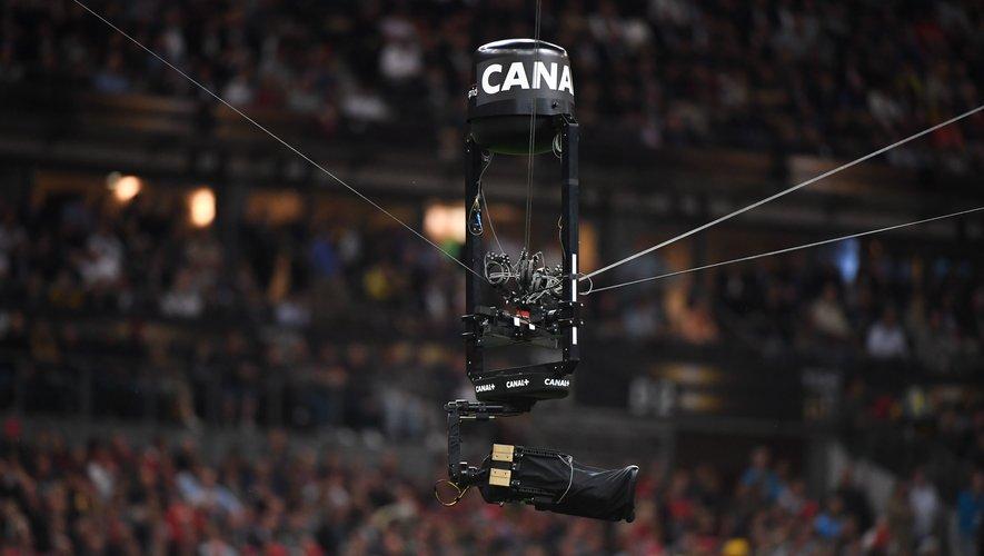 Une caméra de Canal + filmant un match de Top 14