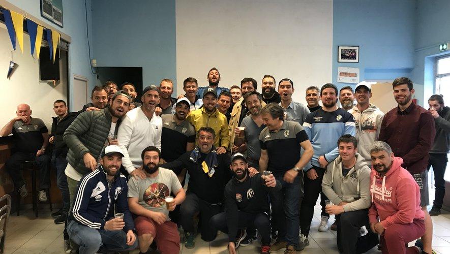 Des Arlésiens soulagés d'avoir assuré leur maintien après leur succès face à Salon-de-Provence. Photo DR