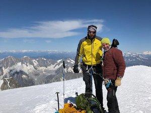 Ce mercredi Carl Hayman en compagnie de son ami l'alpiniste Franck Candelier au sommet du Mont-Blanc. Dernière étape de leur préparation de leur expédition himalayenne.