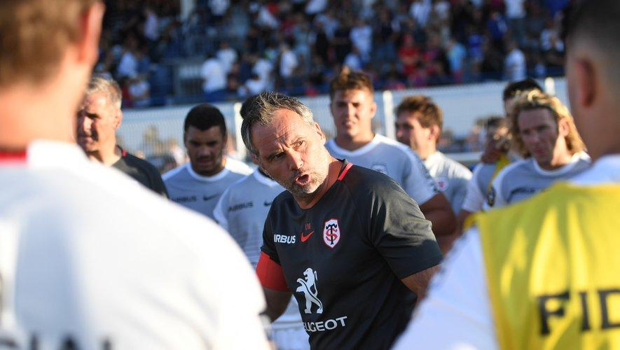Ugo Mola distille les dernières consignes avant le deuxième match amical des champions de France contre les Biterrois.