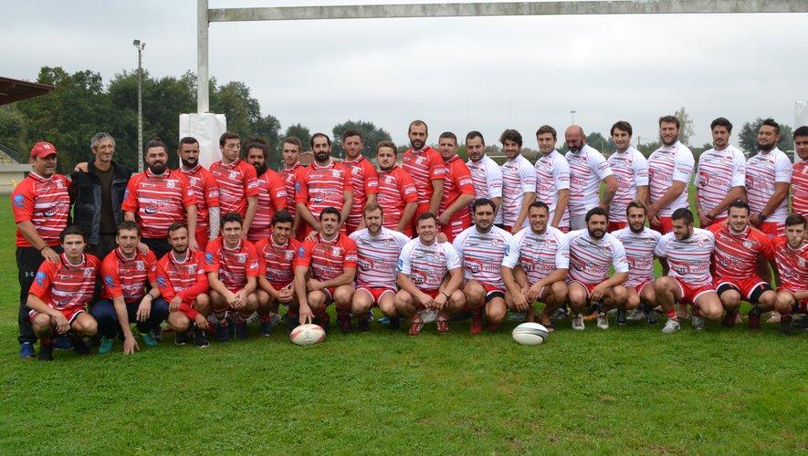 Les seniors bressolais (équipe I et réserve) saison 2018-2019 entourés de leur encadrement sportif et de leurs dirigeants.