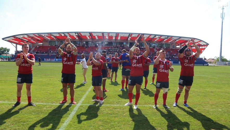 Pro D2 - La joie des joueurs d'Aurillac après leur première victoire de la saison à domicile face au Biarritz Olympique