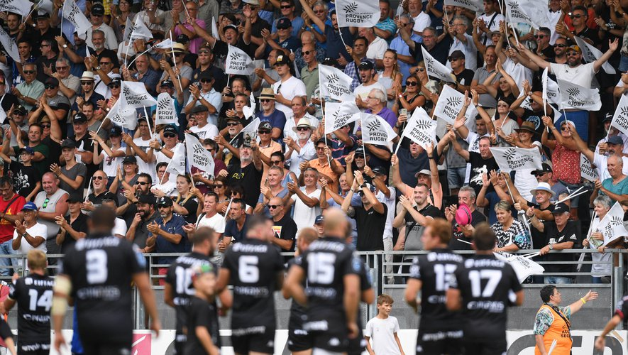 Pro D2 - Les joueurs de Provence Rugby en joie avec leur public