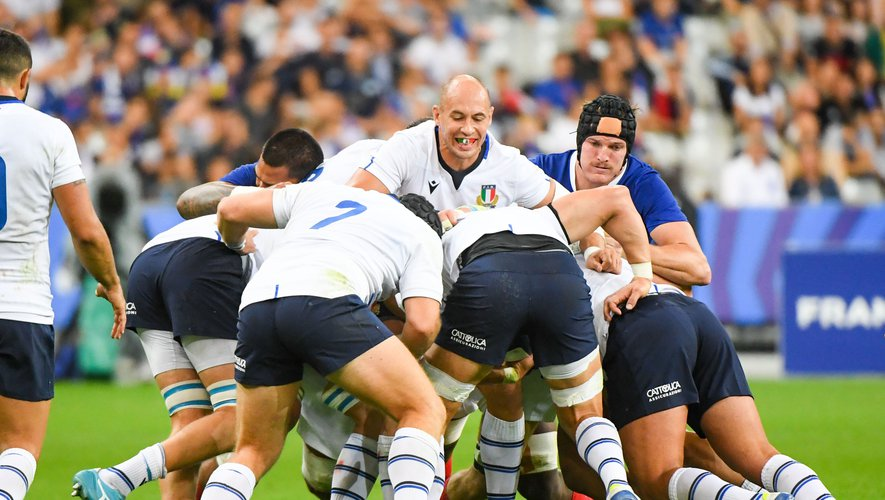 Test match - Les Italiens ont fait souffrir les Bleus sur plusieurs mauls entre la 5e et la 20e minute. Mais ce sont bien les Français qui ont marqué un essai de cette manière par Camille Chat. Photos Icon Sport