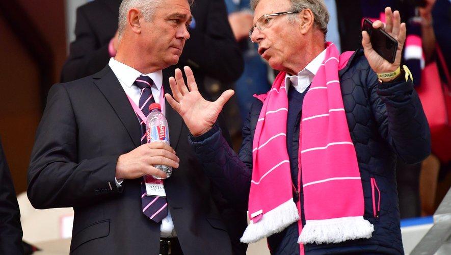 Hans Peter Wild, le président (à droite), en discussion avec Heyneke Meyer, le manager. Les Parisiens vivent une mauvaise passe qui pourrait durer. La réception de Bayonnais revanchards ne tombe pas forcément au bon moment. Photo Icon Sport