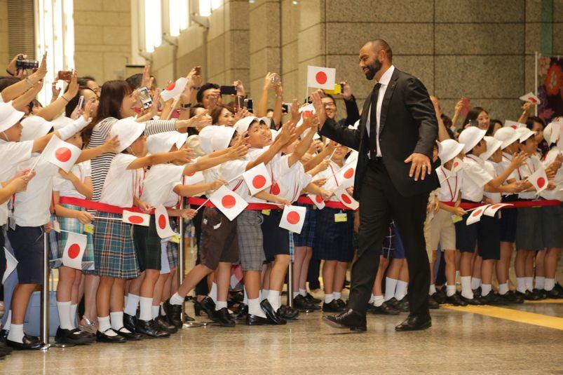 Bain de foule pour les joueurs japonais