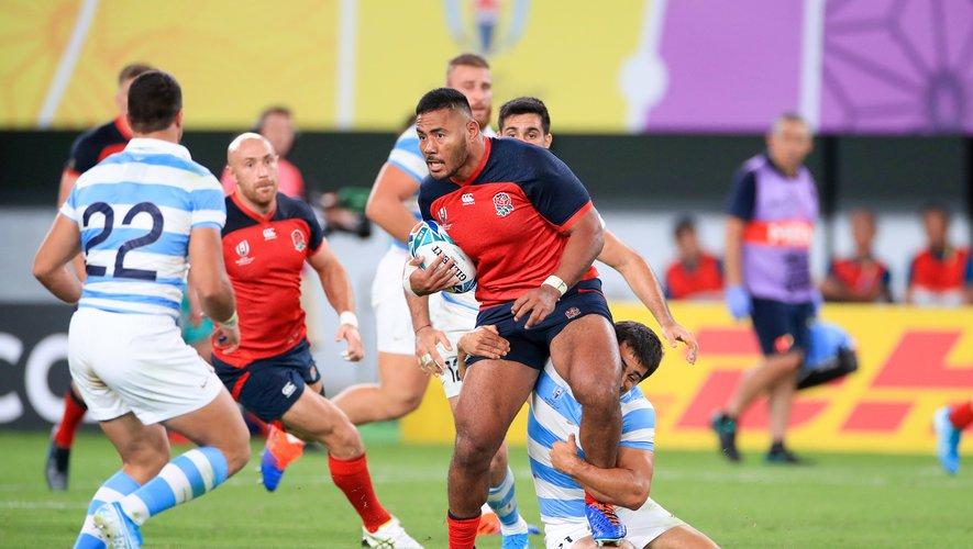 Manu Tuilagi et les Anglais ont largement dominé des Argentins très vite réduits à quatorze. Photo Icon Sport