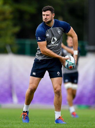 Absent en début de Mondial en raison d'une blessure aux adducteurs, Robbie Henshaw va débuter avec le numéro 12 dans le dos contre la Nouvelle-Zélande avec la suspension de Bundee Aki.