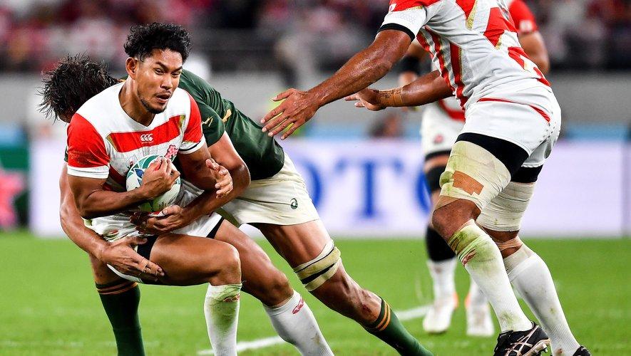 Le capitaine Michael Leitch ne peut rien pour son arrière Ryohei Yamanaka, dominé par un Sud-Africain. Photo Icon Sport