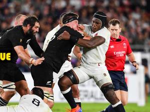 Maro Itoje (Angleterre) face à Scott Barrett (Nouvelle-Zélande)