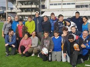 Tous les samedis matin les jeunes de l'association « Rugby sans différence » ont accès au terrain synthétique jouxtant le stade Armandie.