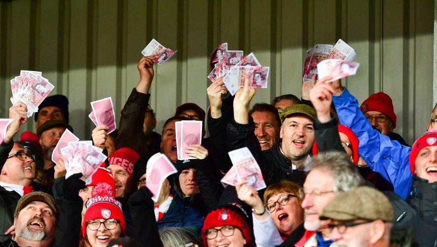 Les supporters des autres clubs du championnat, à l'image de ceux de Gloucester, redoublent d'imagination pour montrer leur écœurement envers les Saracens.