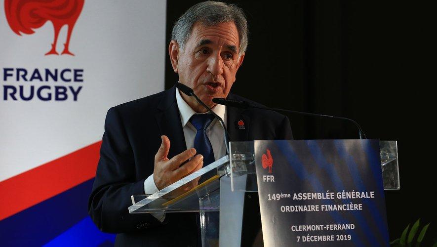 Le trésorier Alexandre Martinez a présenté le bilan financier annuel de la Fédération, excédentaire de 211 000 euros, ce samedi à Clermont-Ferrand. Photo FFR