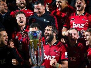 L'équipe des Crusaders célébrant leur victoire lors de la finale du Super rugby, en 2019.