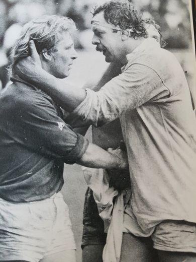 Bill Beaumont faisait largement plus que ses 28 ans. Il commandait un pack de grognards qui vint désosser les avants français au Parc des Princes. Beau joueur, Jean-Pierre Rives lui donna l'accolade.