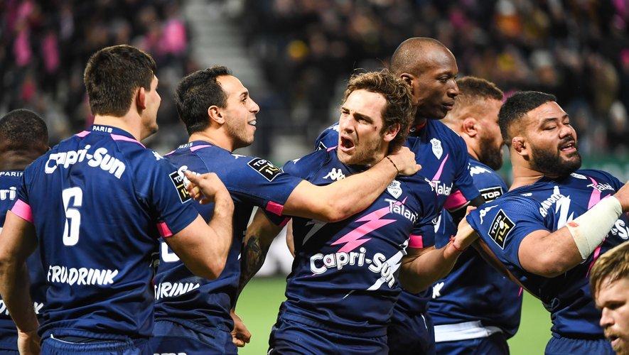 Nicolas Sanchez et ses partenaires célébrant, avec rage, l'essai de la victoire.