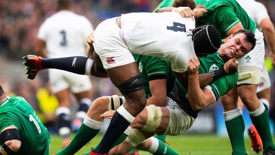 À l'image des deuxième ligne Maro Itoje et James Ryan, l'Angleterre et l'Irlande se sont empoignés. Mais privée d'une charnière performante, l'Irlande a fini par craquer. Photo Icon Sport