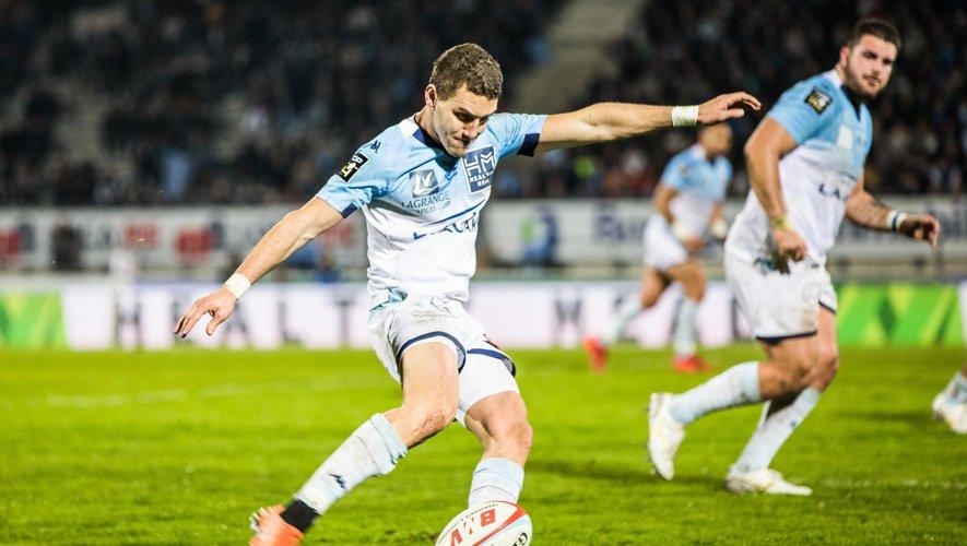 Maxime Lafage (Bayonne) qui bute face au Stade Français.