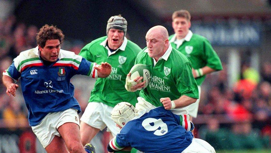 Les Irlandais de Keith Wood, ici contre l'Italie, avaient dû jouer la « finale » du Tournoi des 6 Nations 2001 en automne contre l'Angleterre.