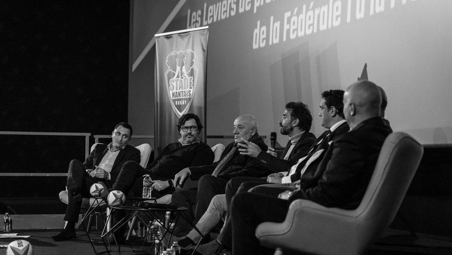 Pierre Magimel, Hervé Maura, Jean-Marc Allègre, Vincent Etcheto, Pierre Arnald, Jean-Baptiste Grisoli (caché), Christophe Grolleau (de dos), (de g. à dr.) ont débattu du devenir du Stade nantais.