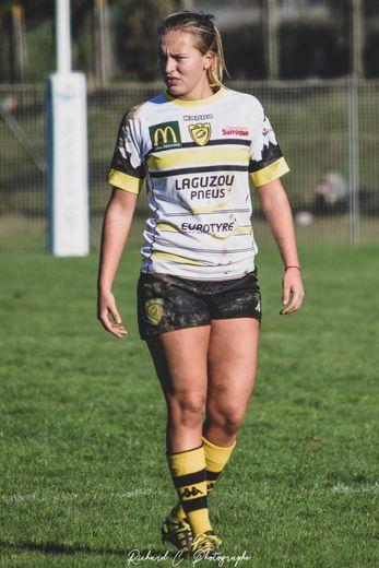 Maëve joue au rugby depuis trois ans seulement.
