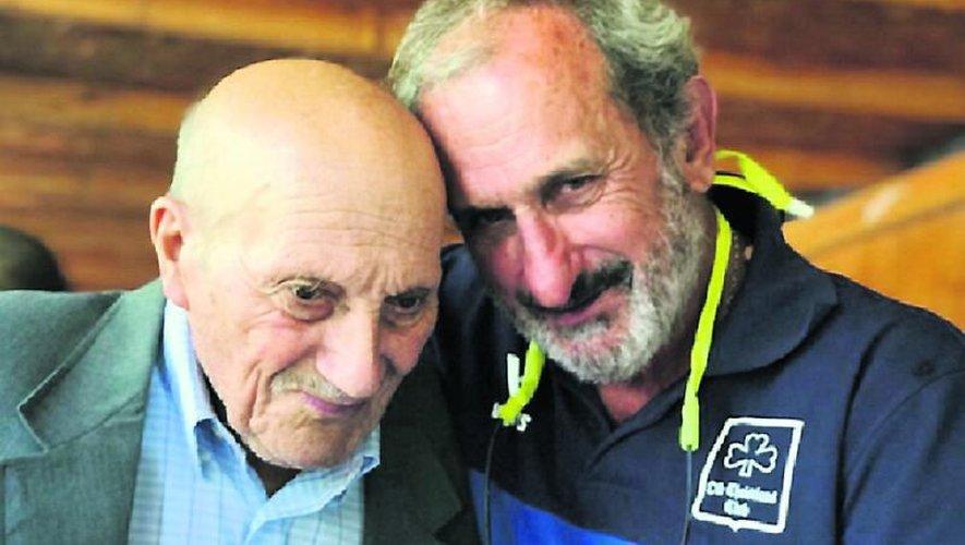 Tête-à-tête chargé d'affection entre Gustavo Zerbino (à droite) et Sergio Catalan, le muletier chilien qui donna l'alerte pour la délivrance des naufragés des Andes le 22 décembre 1972 et qui est décédé début février 2020.