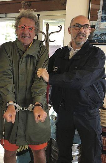 Jamais à court d'une facétie, David est tombé sur un gros pardessus de la côte basque, l'ancien ailier international Laurent Pardo, président du Barbarians rugby club.