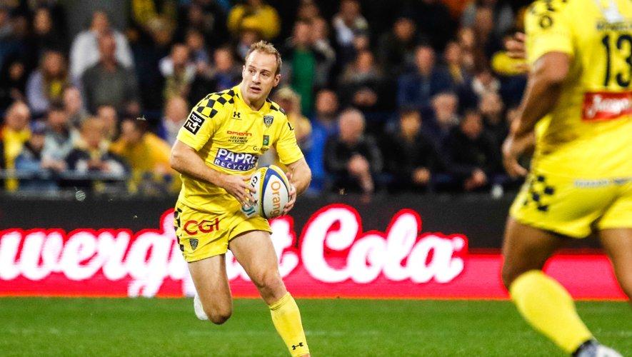 Abendkanon ballon en mains avec son club de Clermont.